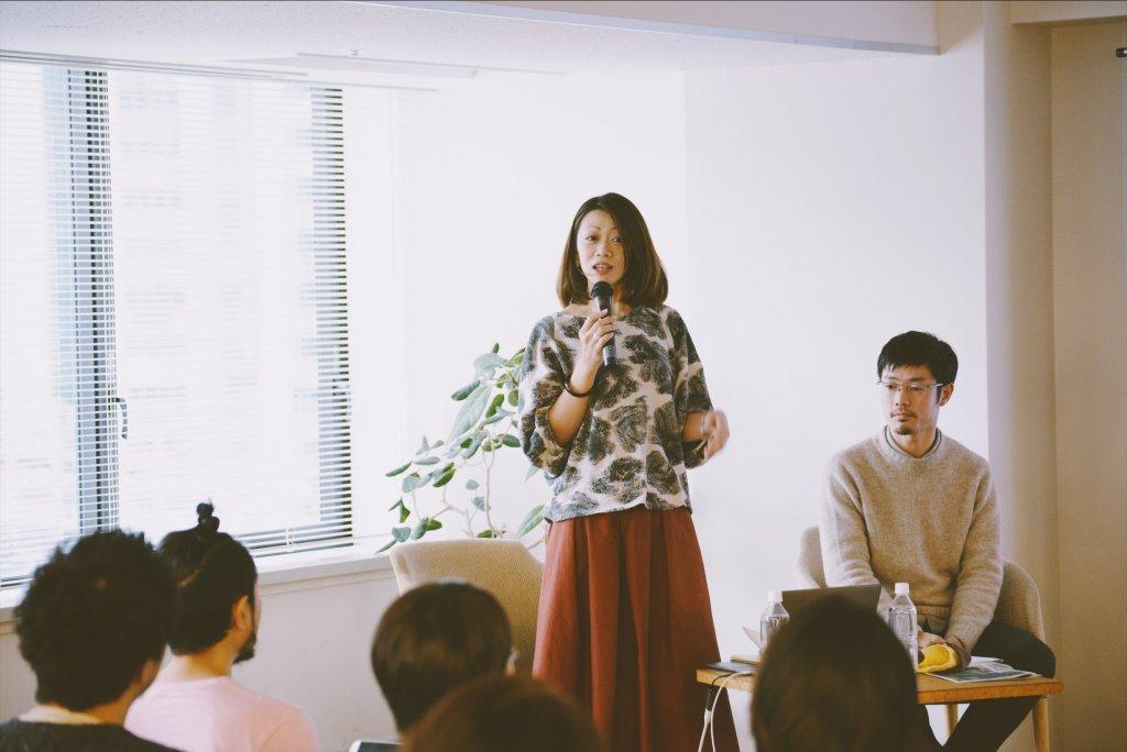 「灯台もと暮らし」編集長・伊佐が司会を務めた各社広報担当者のトークセッション